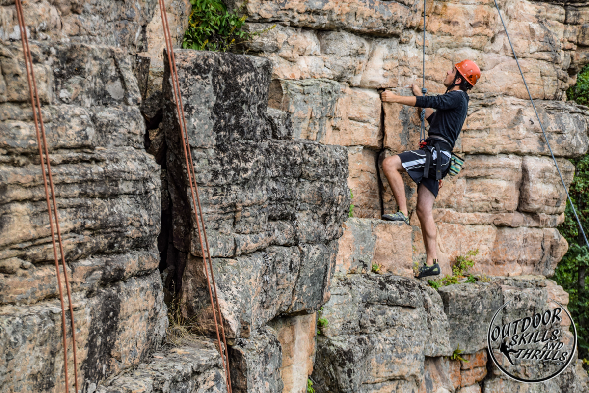 Rock climbing at Pass Lake - Outdoor Skills And Thrills -Photo by: Paul Desaulniers